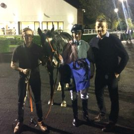 Tigerwolf wins well at Kempton Park